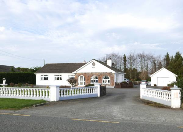 4 Bed Detached Bungalow on a Large Private Site